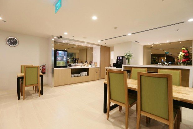 1-for-1 2-hours Lounge Package from Maybank