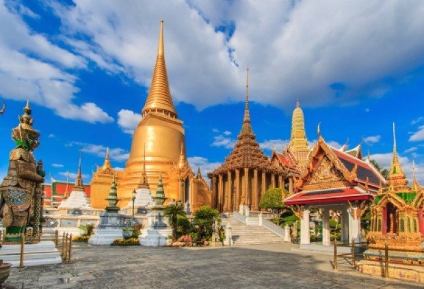 Fly to Bangkok with our special fares from SGD208 all-in via Cathay Pacific