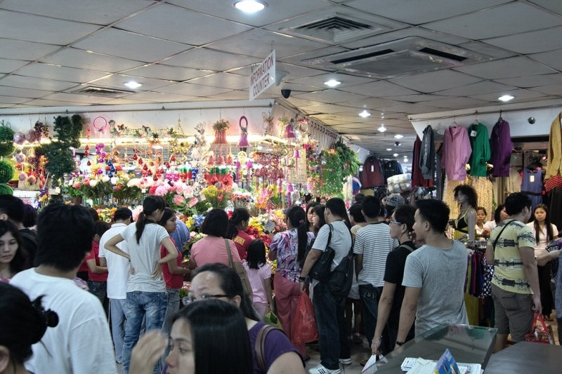 things to do in manila: thrift shopping