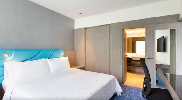 Standard Chartered Credit & Debit Cards Room Deal Four Points by Sheraton Singapore