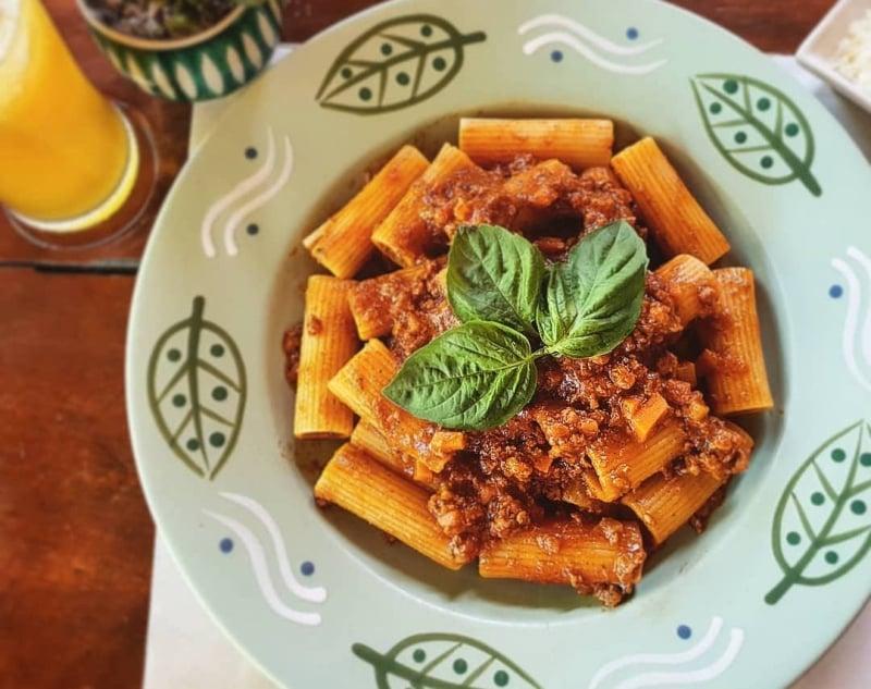 restaurants in siargao: la carinderia