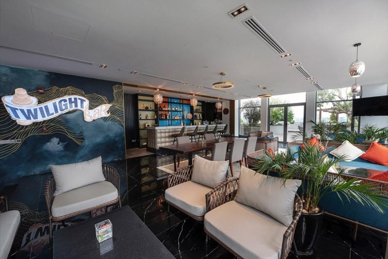 indoor area of twilight bar in wyndham garden hanoi
