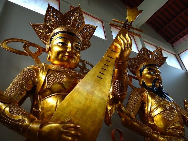 Statuary at Sam Poh Buddhist Temple