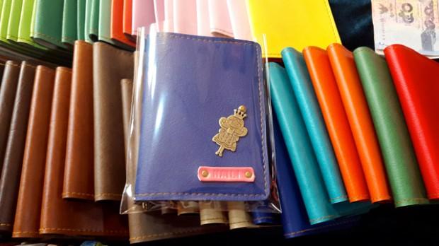 Nên làm ở Chiang Mai: Mua vỏ bọc hộ chiếu tự thiết kế