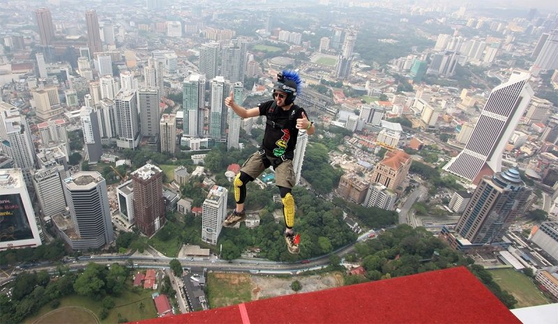 kl tower base jump
