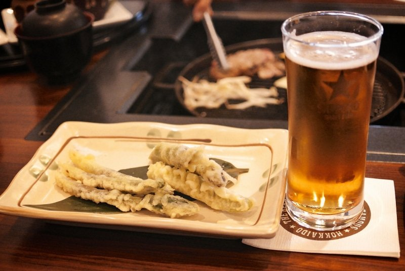 grill with beer