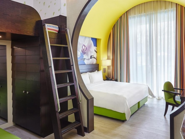 Mastercard® Exclusive - 3D2N Hotel & Multi-Attractions Package from S$678 in Resorts World Sentosa