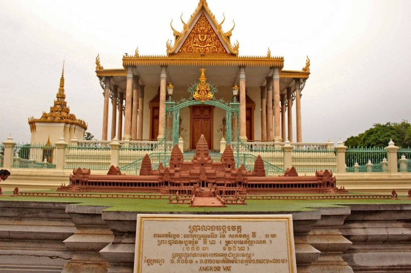 phnom penh travel guide
