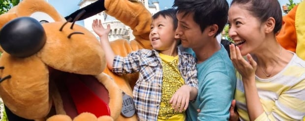 Room and 1-Day Tickets Package in Hong Kong Disneyland Exclusive for Standard Chartered Cards