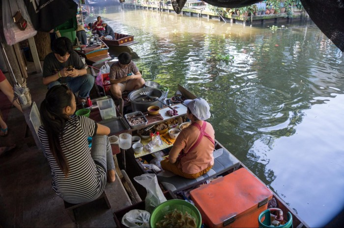 Khong Lat Mayom Floating Market