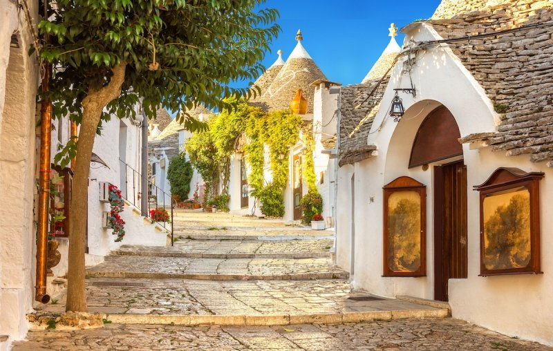 towns in italy: alberobello
