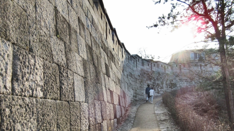 underrated places in south korea Seoul City Wall Trail