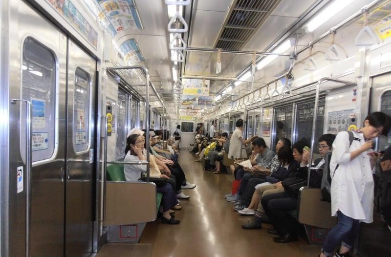 japan train etiquette