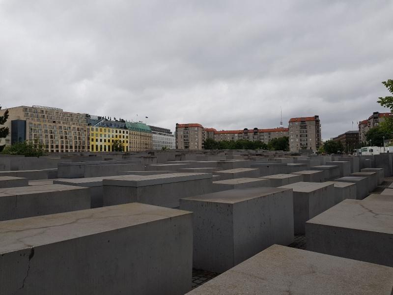 Lịch trình du lịch Trung Âu - Đài tưởng niệm dân Do Thái