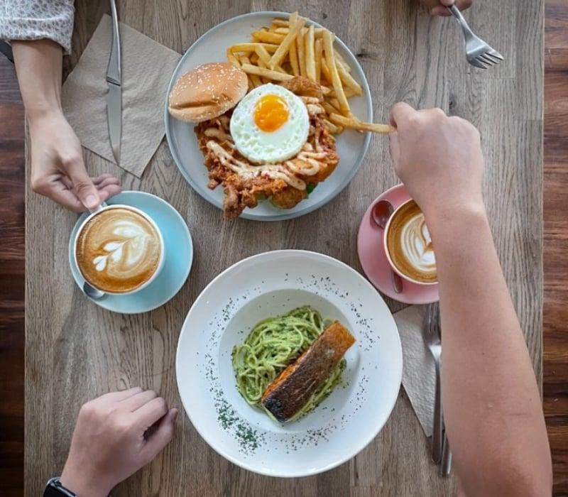 pet friendly cafe singapore