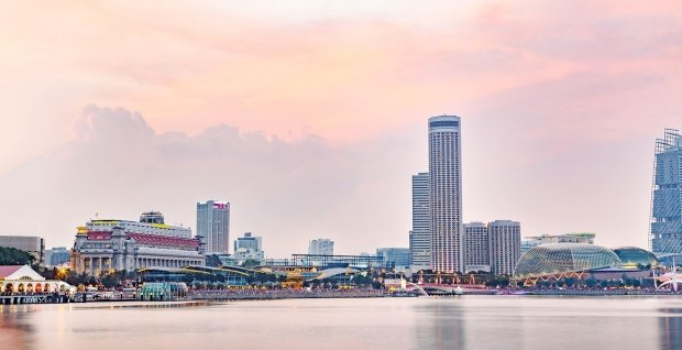 Weekend Bed & Breakfast Offer at Swissotel The Stamford Singapore