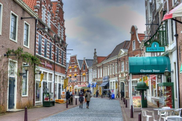 Fake european towns in asia for those who cannot afford for Huis ten bosch ticket