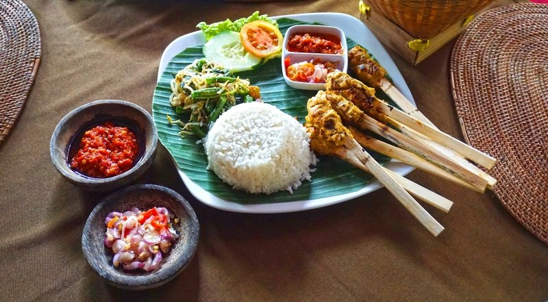 'Cooking with an Expert in Canggu: Different Menus from All Around Indonesia' Cooking Class (in the Canggu Region)