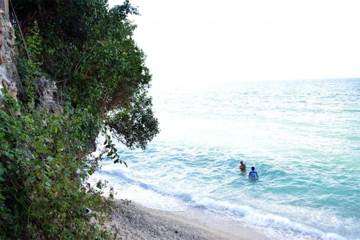 describe the beach in summer