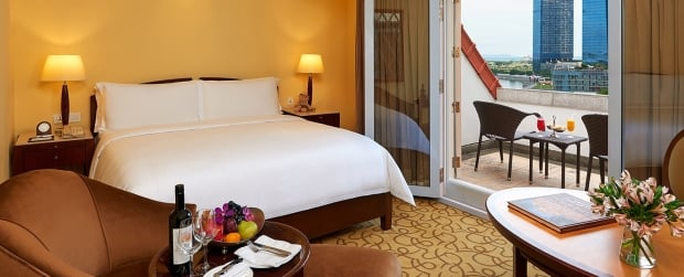 Weekend Escape Offer in The Fullerton Hotel Singapore