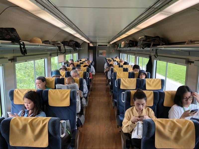 passengers seated in kirakira uetsu