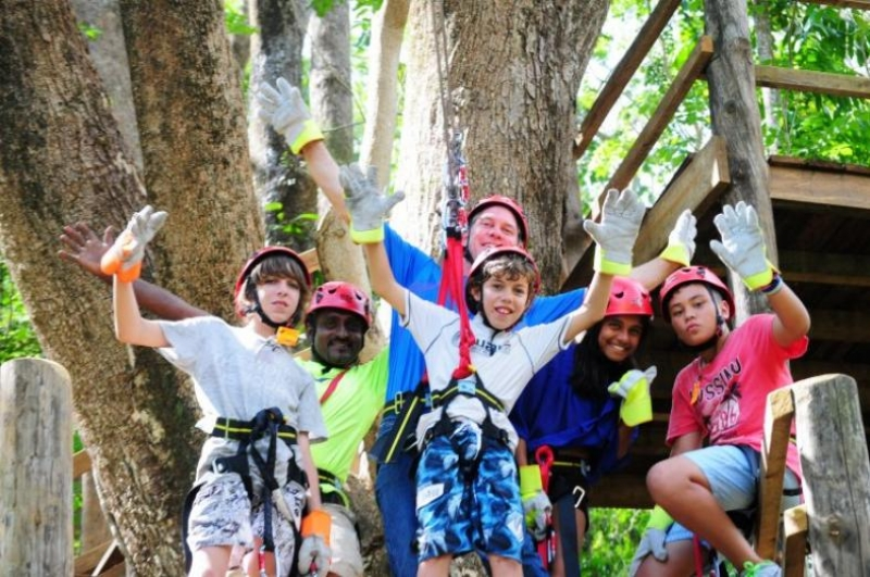 group photo of children at sleeping giant zipline