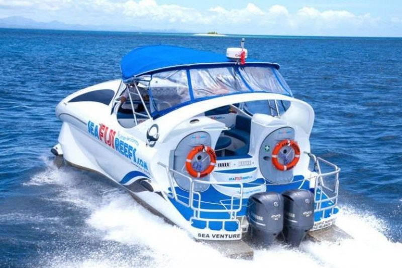 high-speed reef-viewing boat