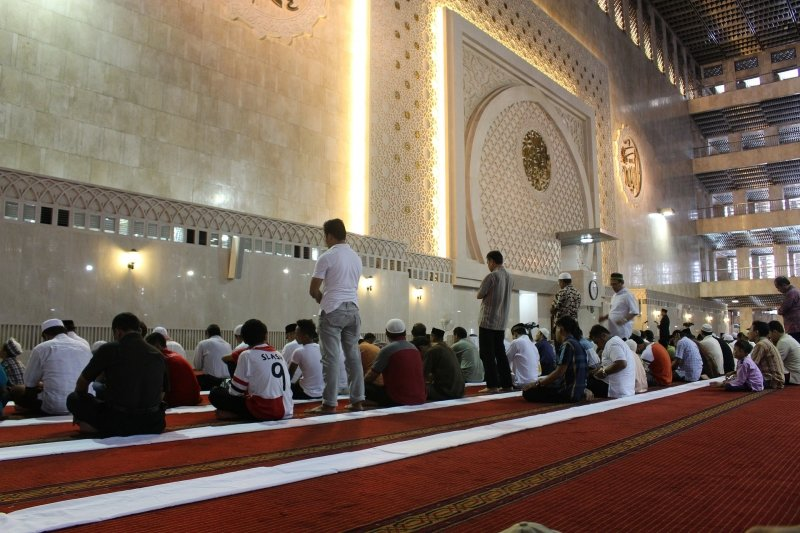 Ramadan mosque prayer