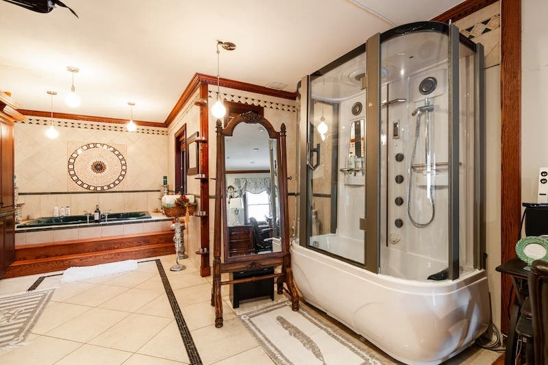 Apartment in Brooklyn with a Jacuzzi