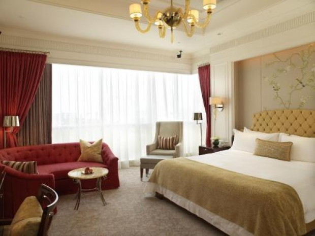 Taste of Luxury During your Stay in The St. Regis Singapore