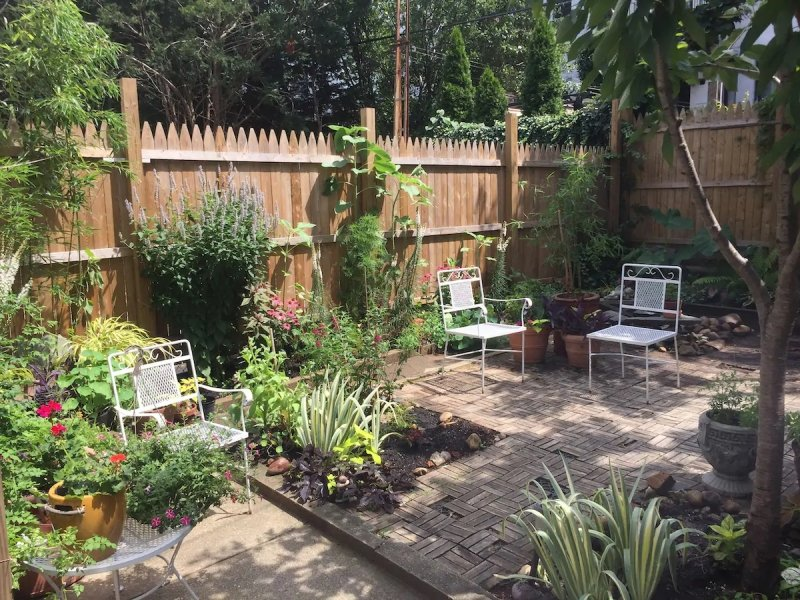Apartment with a backyard in Ridgewood, Queens