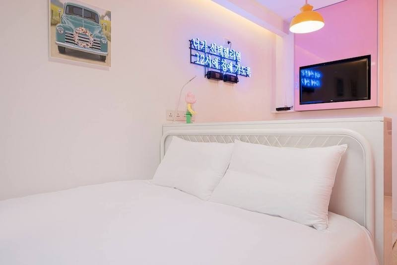 Pink Affordable Airbnb Near Myeongdong