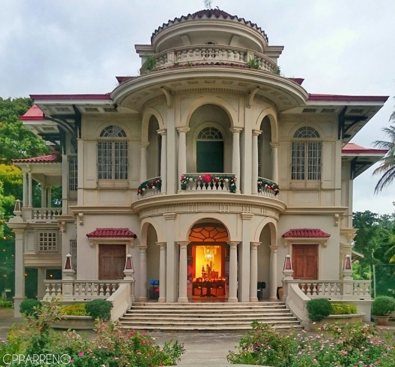 facade of molo mansion
