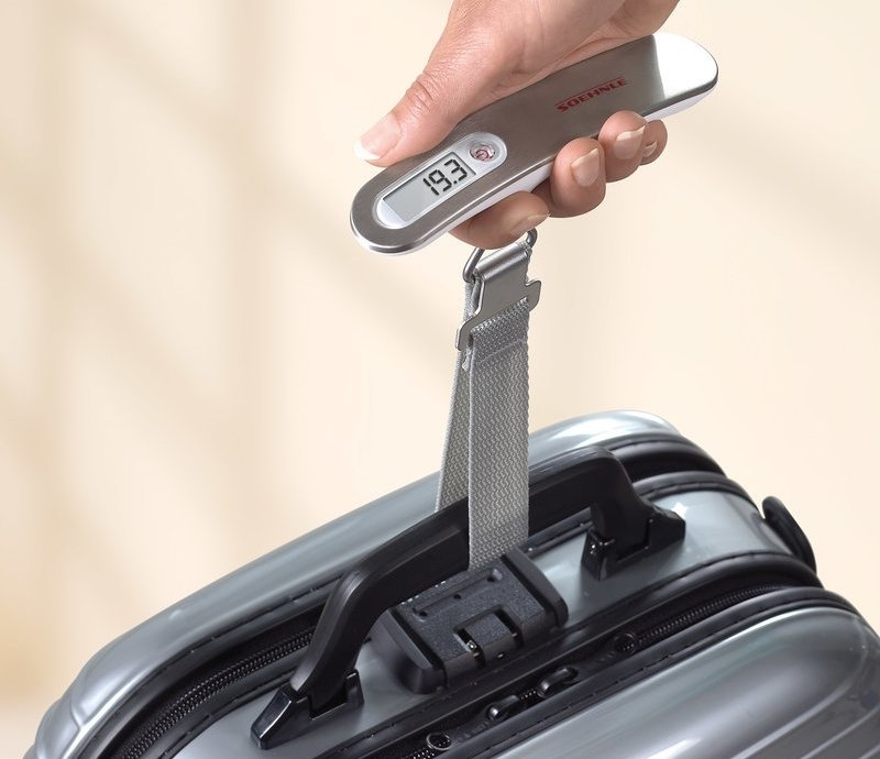 travel gadgets: digital hanging luggage scale