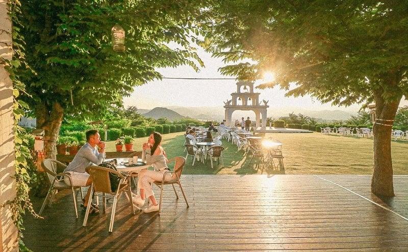 Instagrammable cafes in Gangwon: Santorini