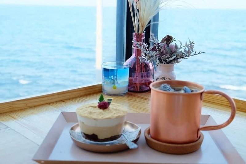 Instagrammable cafes in Gangwon: Cafe Lumiere
