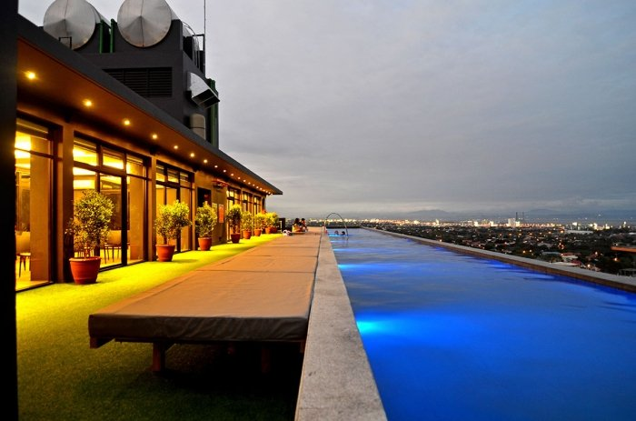 Staycation Ideas In Manila 10 Hotels With Relaxing Rooftop Pools Tripzillastays