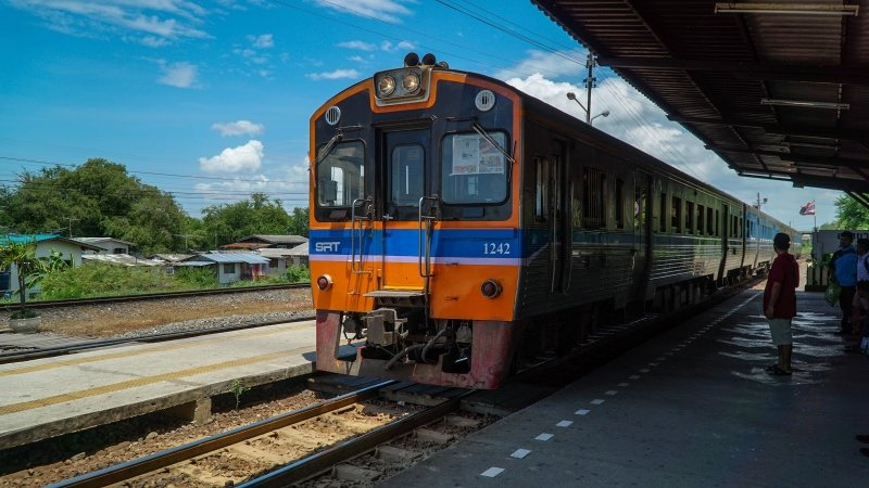 how to go to ayutthaya from bangkok by train