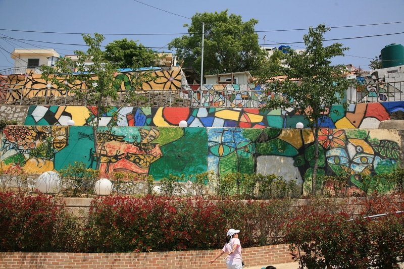 Dongpirang Mural Village - walls