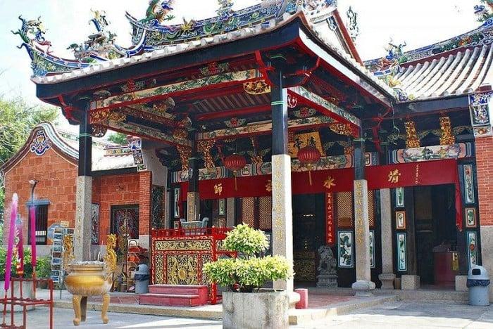 Chơi Gì Ở Penang: đền rắn