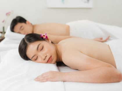 Relax TWOgether and Enjoy Free Massage!