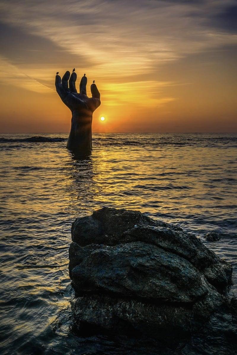 Homigot sunrise square - hands of harmony