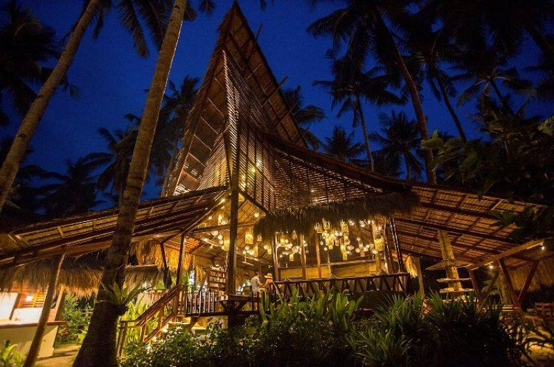 restaurants in siargao: harana surf