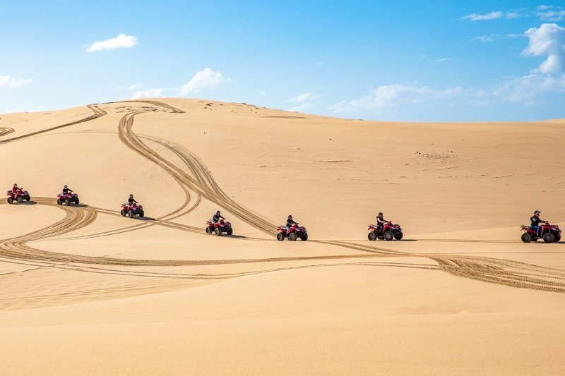 4WD riding at sand dunes