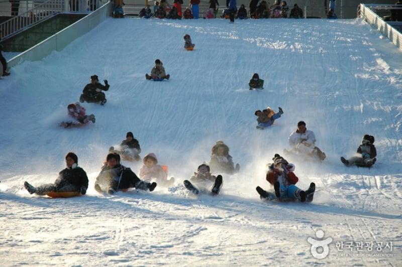 7 epic winter festivals in south korea this season for fun. Black Bedroom Furniture Sets. Home Design Ideas