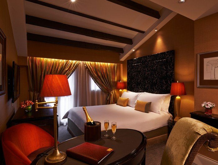 Sexcations in singapore 10 sensuous hotel rooms for your for Decor your hotel