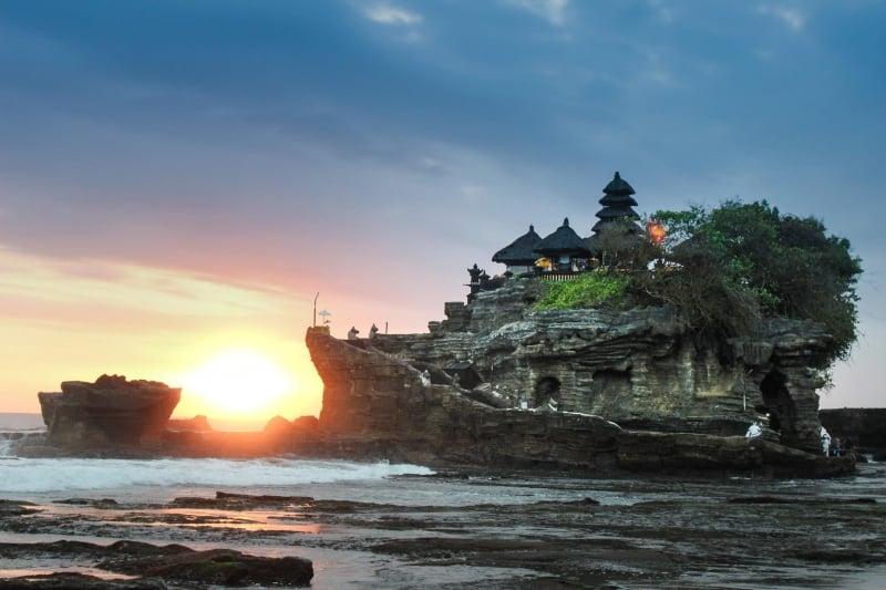 Lịch trình du lịch Bali: Ngày 4: Lướt sóng và mua sắm
