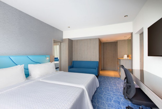 Standard Chartered Credit & Debit Cards Room Deal at Four Points by Sheraton