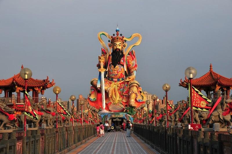 chơi gì ở Cao Hùng(Kaohsiung) tượng đài