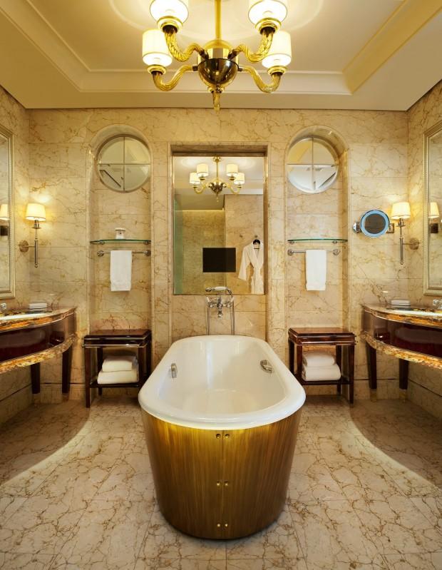 Celebrity Naked Bathtub Hotel Photos